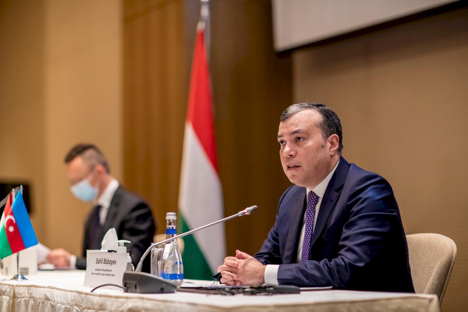 Sosial müdafiə naziri Sahil Babayev Peter Siyatro ilə görüşüb